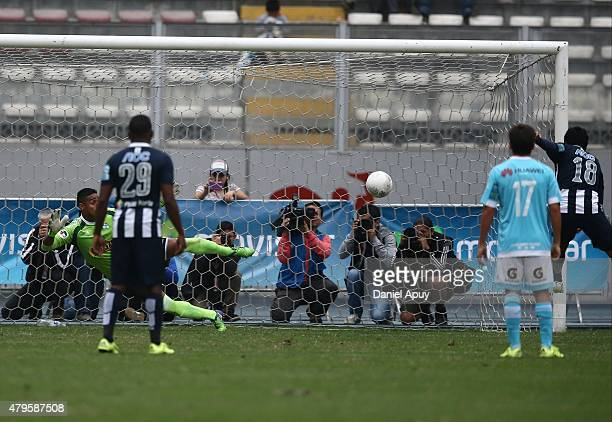 Willyan Mimbela of Alianza Lima scores during a match between Sporting Cristal and Alianza Lima as part of 8th round of Torneo Apertura 2015 at...