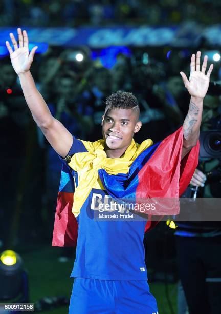 Wilmar Barrios greets the public after a match between Boca Juniors and Union as part of Torneo Primera Division 2016/17 at Alberto J Armando Stadium...