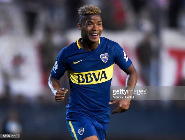 Wilmar Barrios of Boca Juniors celebrates after scoring the first goal of his team during a match between Estudiantes and Boca Juniors as part of the...