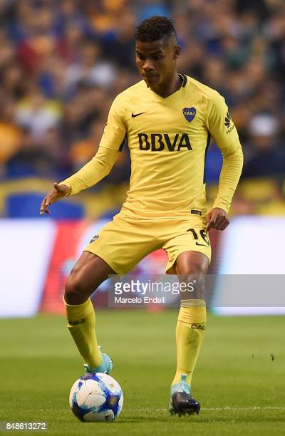 Wilmar Barrios of Boca Juniors controls the ball during a match between Boca Juniors and Godoy Cruz as part of Superliga 2017/18 at Alberto J Armando...