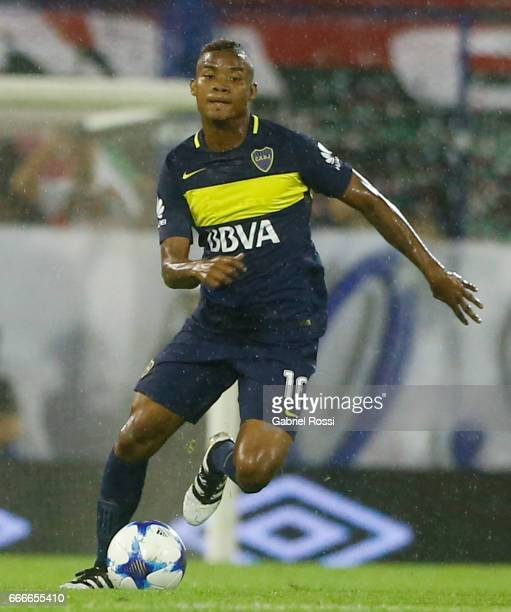 Wilmar Barrios of Boca Juniors drives the ball during a match between Velez Sarsfield and Boca Juniors as part of Torneo Primera Division 2016/17 at...