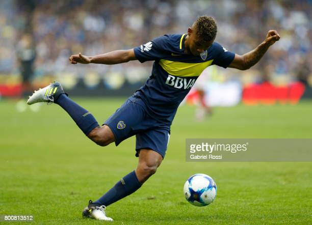 Wilmar Barrios of Boca Juniors kicks the ball during a match between Boca Juniors and Union as part of Torneo Primera Division 2016/17 at Alberto J...