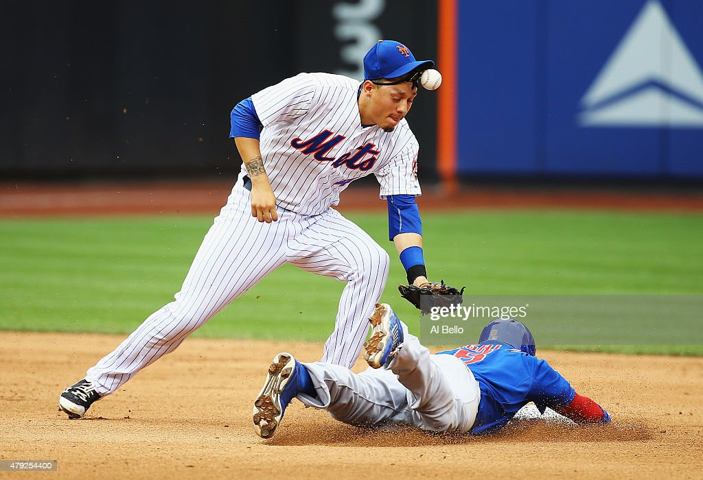 <a gi-track='captionPersonalityLinkClicked' href=/galleries/search?phrase=Wilmer+Flores&family=editorial&specificpeople=5970686 ng-click='$event.stopPropagation()'>Wilmer Flores</a> #4 of the New York Mets misses the tag on <a gi-track='captionPersonalityLinkClicked' href=/galleries/search?phrase=Chris+Coghlan&family=editorial&specificpeople=4391543 ng-click='$event.stopPropagation()'>Chris Coghlan</a> #8 of the Chicago Cubs in the eigth inning during their game at Citi Field on July 2, 2015 in New York City.