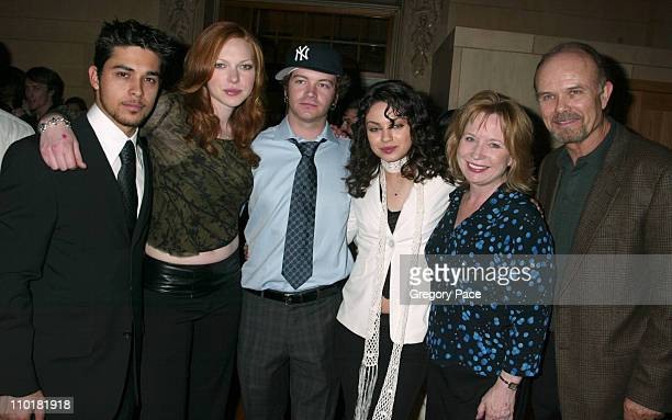 Wilmer Valderrama Laura Prepon Danny Masterson Mila Kunis Debra Jo Rupp and Kurtwood Smith of 'That 70's Show'