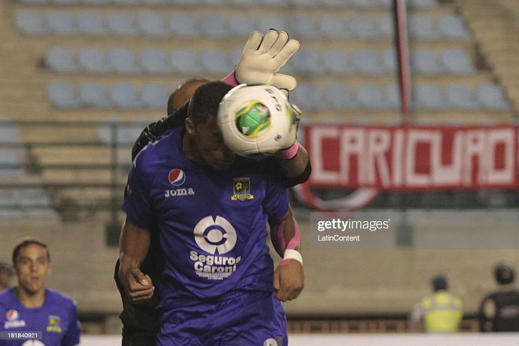 Wilson Mena of Deportivo la Guaira heads the ball during a match between Caracas FC and Deportivo La Guaira as part of the Apertura 2013 at Brígido Iriarte Stadium on September 25, 2013 in Caracas, Venezuela.