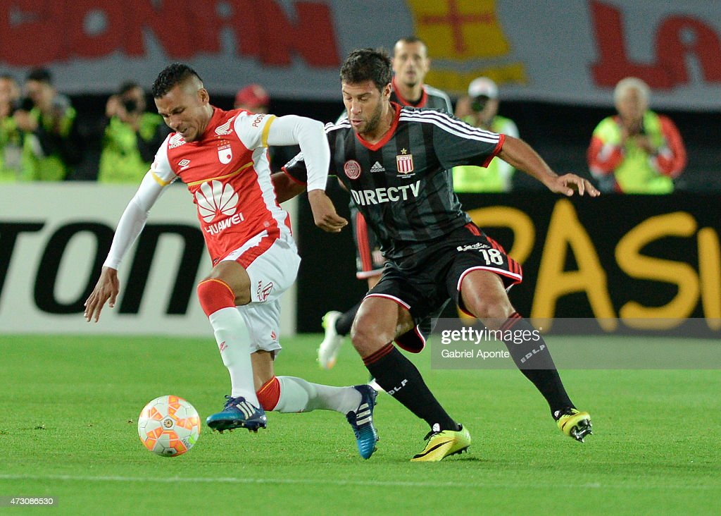 Wilson Morelo (L) player of Independiente Santa Fe figths for the ball with <a gi-track='captionPersonalityLinkClicked' href=/galleries/search?phrase=Sebastian+Dominguez&family=editorial&specificpeople=2474032 ng-click='$event.stopPropagation()'>Sebastian Dominguez</a> (R) player of Estudiantes de La Plata during a second leg match between Independiente Santa Fe and Estudiantes as part of round of sixteen of Copa Bridgestone Libertadores 2015 at Nemesio Camacho Stadium on May 12, 2015 in Bogota, Colombia.