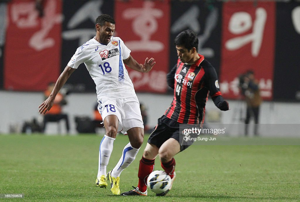Wilson Rodrigues Fonseca of Vegalta Sendai competes with Kim Ju-Young of FC Seoul during the AFC Champions League Group E match between FC Seoul and Vegalta Sendai at Seoul World Cup Stadium on April 2, 2013 in Seoul, South Korea.