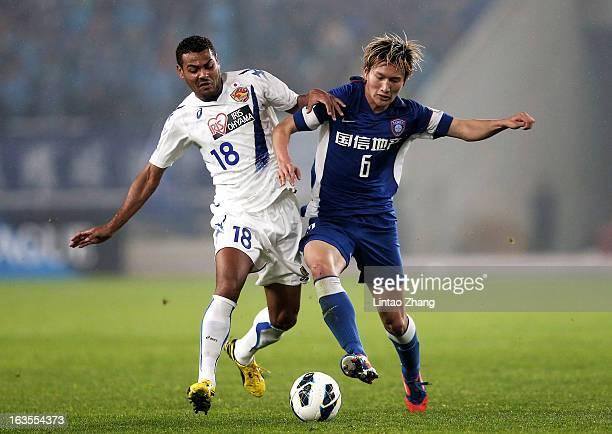 Wilson Rodrigues Fonseca of Vegalta Sendaion challenges Jiang Jiajun of Jiangsu Sainty during the AFC Champions League match between Jiangsu Sainty...