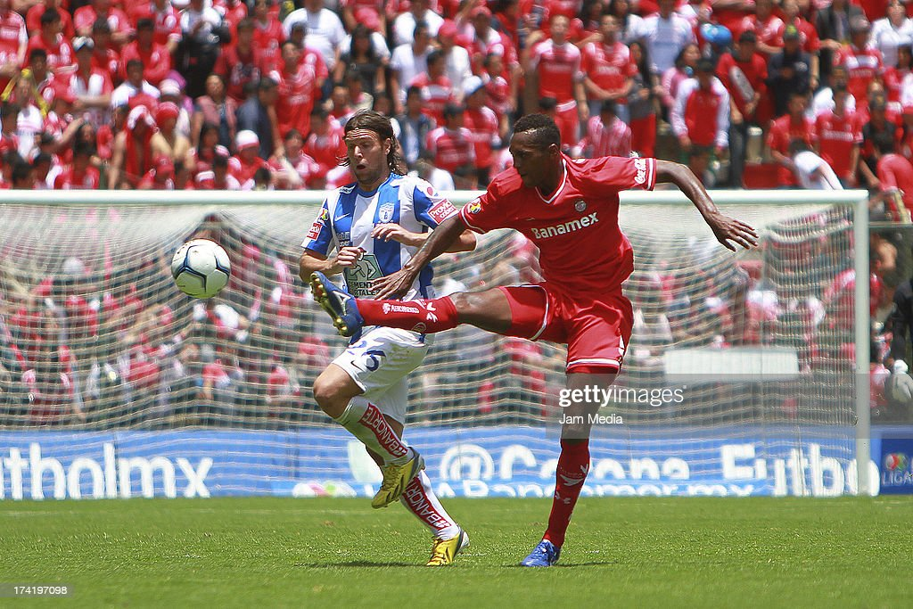 Wilson Thiago of Toluca struggles for the ball with <a gi-track='captionPersonalityLinkClicked' href=/galleries/search?phrase=Fernando+Cavenaghi&family=editorial&specificpeople=753731 ng-click='$event.stopPropagation()'>Fernando Cavenaghi</a> (L) of Tijuana during the match between Toluca and Pachuca as part of the Apertura 2013 Liga Bancomer MX at Nemesio Diez Stadium on july 21, 2013 in Toluca, Mexico.