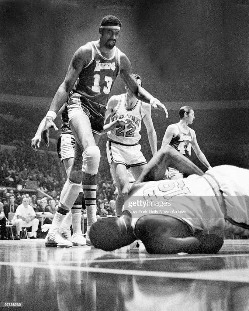 Wilt Chamberlain and Dave DeBusschere move to Willis Reed to