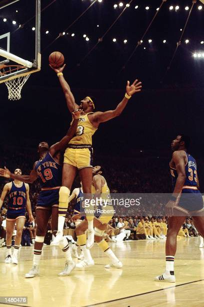 Wilt Chamberlain of the Los Angeles Lakers drives for a layup against Willis Reed of the New York Knicks at the Forum in Los Angeles CA 1973 NOTE TO...