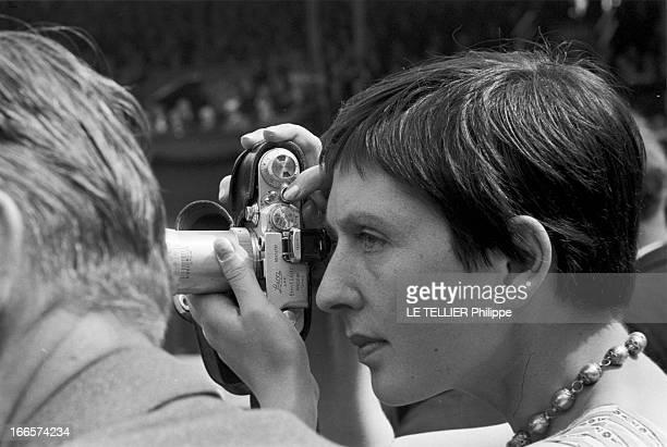 Wimbledon Tennis Tournament 1955 Londres juin 1955 A l'occasion du tournoi de tennis de Wimbledon portrait d'une femme non identifiée aux cheveux...