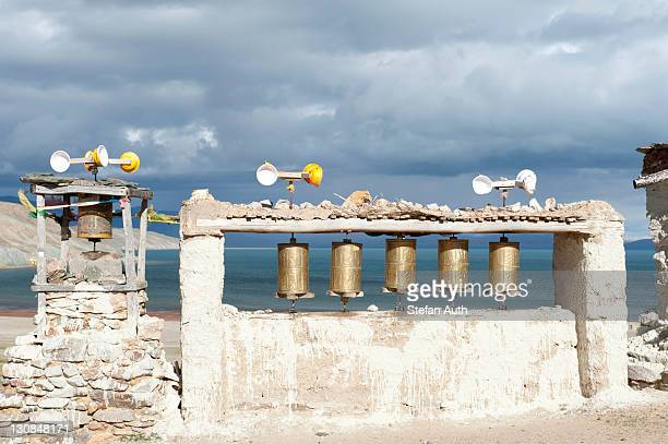 Wind energy, prayer wheels powered by wind, Chiu Gompa Monastery above Lake Manasarovar, Mapham Yutsho, Kailash area, Ngari, Trans-Himalaya, Himalayas, West Tibet, Tibet Autonomous Region, People's Republic of China, Asia