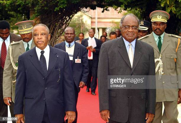 Namibian President Hifikepunye Pohamba receives his counterpart of Botswana Festus Mogae in Windhoek 21 April 2006 Namibia and Botswana are mulling...