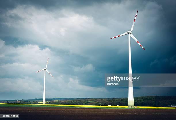 Molino de viento Farm en Windy Day