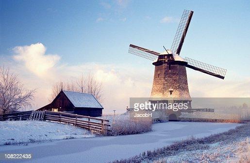 風車冬の風景