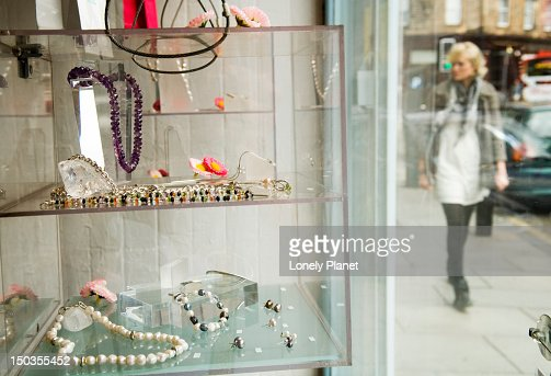 Window display, Annie Smith jewellery studio on Raeburn Place, Stockbridge. : Stock Photo