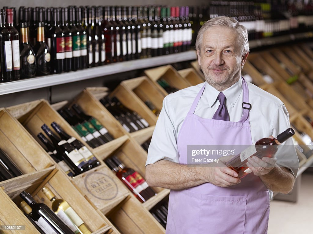 Wine expert in liquor store/off license : Stock Photo