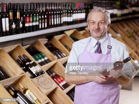 Wine expert in liquor store/off license : Stock Photo