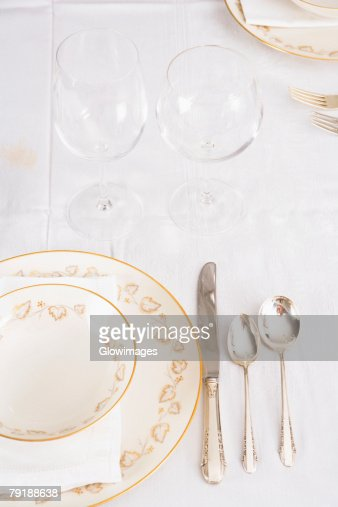 Wine glasses with plates and cutleries on a dining table : Foto de stock