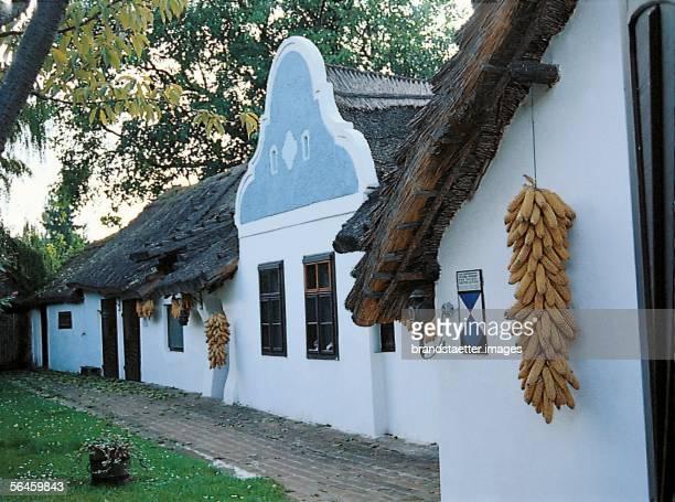 A wine growers house in Apetlon Burgenland Photography [Original erhaltenes Winzerhaus in Apetlon Burgenland Photographie]