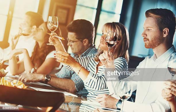 ワインテイスティングイベントをお届けいたします。