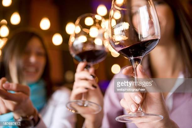 Verre à vin à la main