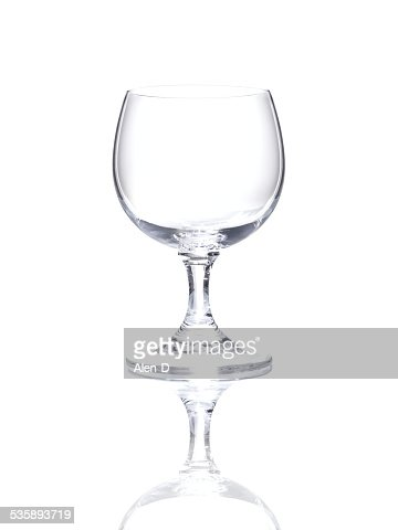 Wineglass over white background, cut out empty glass beaker : Stockfoto