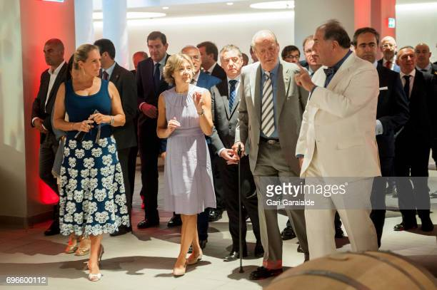 Winery owners Pablo Alvarez Mezquiriz and Ariane de Rothschild King Juan Carlos Spain's Agriculture Minister Isabel Garcia Tejerina attend Macan...