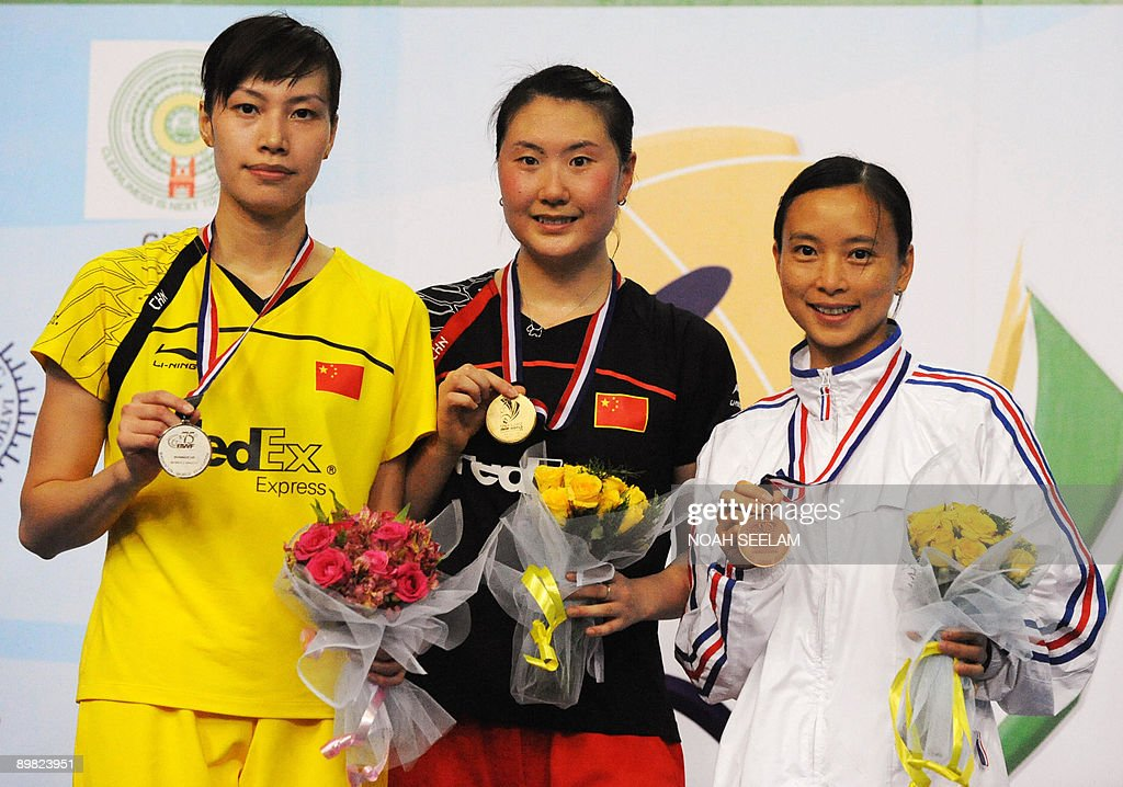 Winner Lu Lan (L) and second place winner Xingfing Xie of China and third place winner Hongyan Pi of France pose with their medals after the women's singles final during the World Badminton Championship at the Gachibowli Stadium in Hyderabad on August 16,2009. Lu Lan defeated Xie Xingfang by 23-21, 21-12. AFP PHOTO / Noah SEELAM