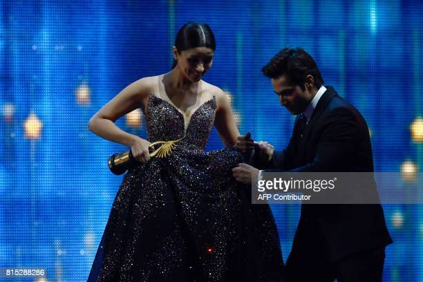 Winner of Best Performance in a Leading Role Female Bollywood actress Alia Bhatt for 'Udta Punjab' is helped by actor Varun Dhawan to step down a...