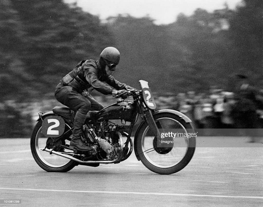 Winner of the Irish Motor Cycle Championship. The picture shows the winner of the irish motor cycle championship, held by the Irish Motor Racing Club over the Grand Prix course in Phoenix Park, Dublin. Dublin. Photograph. Dating: 18. 9. 1932. (Photo by Austrian Archives