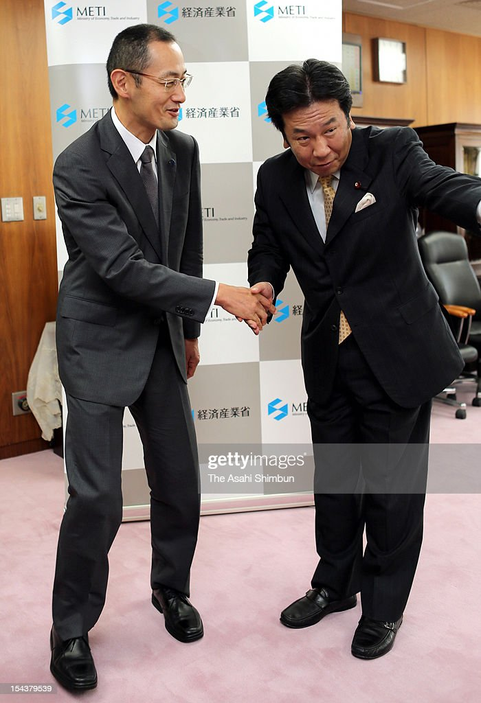 Winner of the Nobel Prize in Medicine and Kyoto University professor Shinya Yamanaka shakes hands with Economy, Trade and Industry Minister Yukio Edano at Ministry of Economy, Trade and Industry on October 19, 2012 in Tokyo, Japan.
