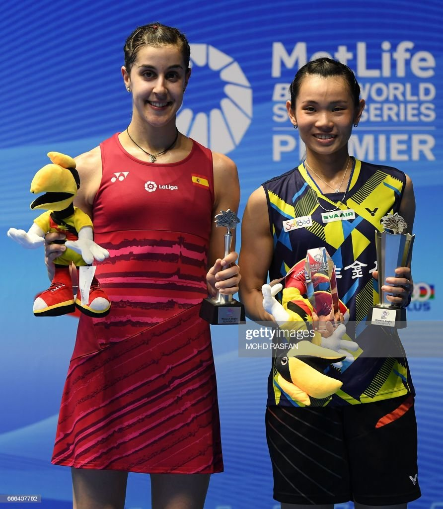 Winner Tai Tzu Ying of Taiwan R poses with runner up Carolina