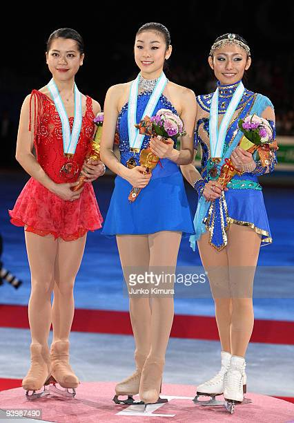 Winner YuNa Kim of Korea 2nd placed Miki Ando of Japan and 3rd placed Akiko Suzuki of Japan stand on the winners' podium after competing in the...