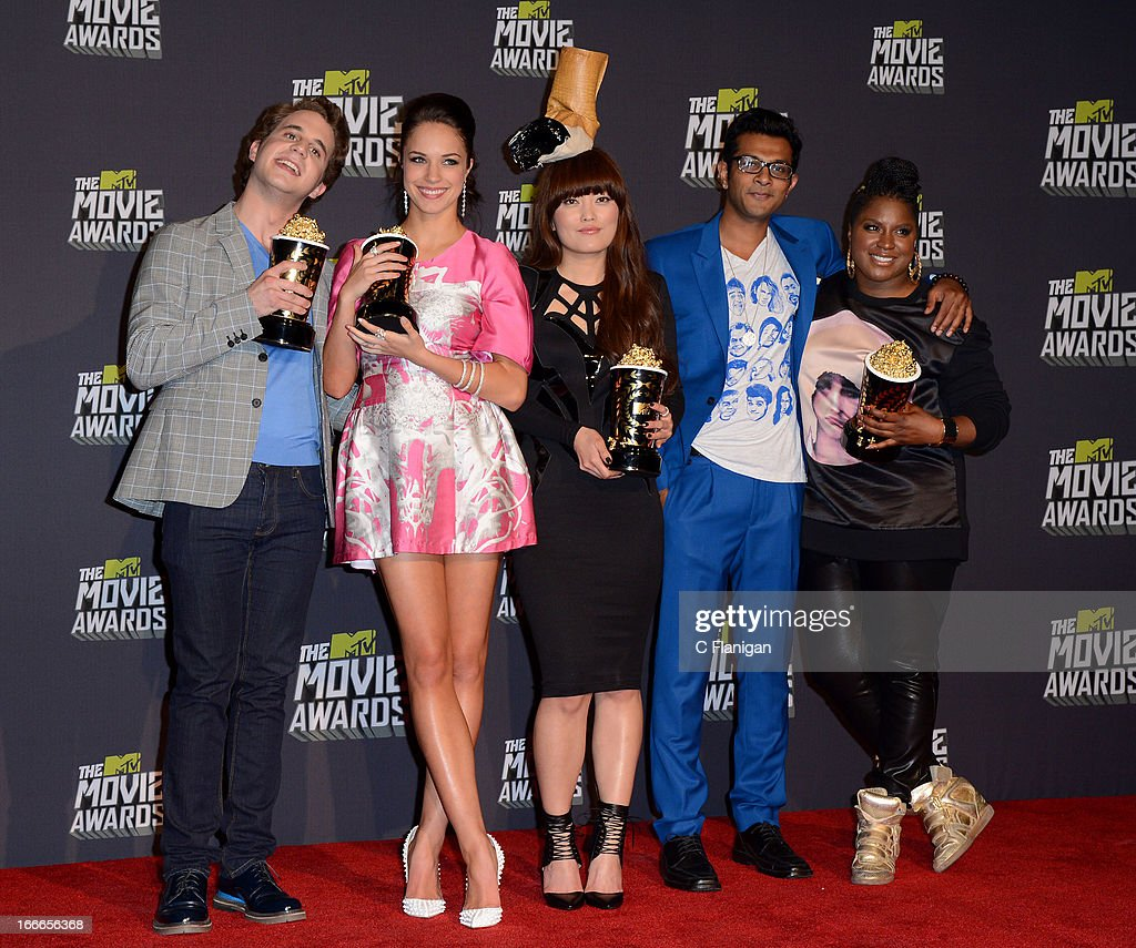 Winners of Best Musical Moment Award Ben Platt, <a gi-track='captionPersonalityLinkClicked' href=/galleries/search?phrase=Alexis+Knapp&family=editorial&specificpeople=6845692 ng-click='$event.stopPropagation()'>Alexis Knapp</a>, <a gi-track='captionPersonalityLinkClicked' href=/galleries/search?phrase=Hana+Mae+Lee&family=editorial&specificpeople=8047187 ng-click='$event.stopPropagation()'>Hana Mae Lee</a>, <a gi-track='captionPersonalityLinkClicked' href=/galleries/search?phrase=Utkarsh+Ambudkar&family=editorial&specificpeople=7131041 ng-click='$event.stopPropagation()'>Utkarsh Ambudkar</a>, and <a gi-track='captionPersonalityLinkClicked' href=/galleries/search?phrase=Ester+Dean&family=editorial&specificpeople=6327539 ng-click='$event.stopPropagation()'>Ester Dean</a> pose backstage during the 2013 MTV Movie Awards at Sony Pictures Studios on April 14, 2013 in Culver City, California.