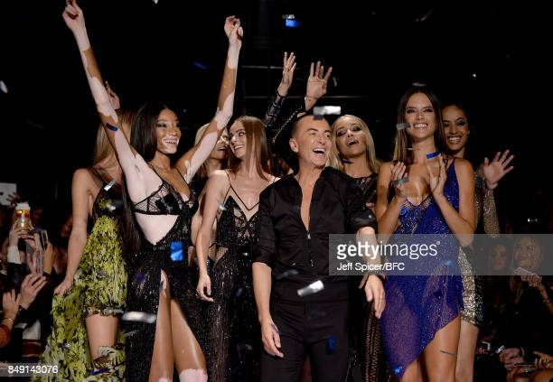 Winnie Harlow Julien Macdonald Alessandra Ambrosio and models on the runway at the Julien Macdonald show during London Fashion Week September 2017 on...