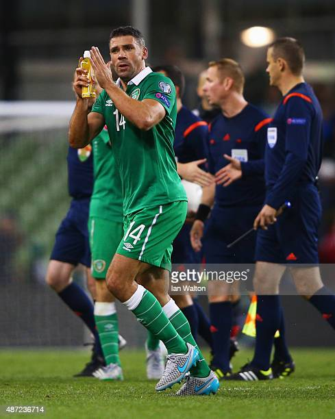 Winning goalscorer Jonathan Walters of the Republic of Ireland applauds the crowd after the UEFA EURO 2016 Group D qualifying match between Republic...