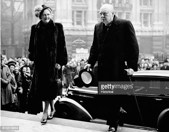 Winston Churchill and his wife enter St Paul's Cathedral