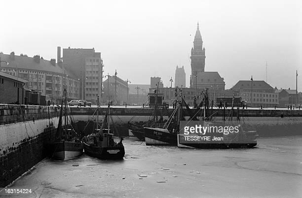 Winter 1963 In Dunkirk En 1963 dans le nord de la France à Dunkerque le froid particulièrement rigoureux à figé dans le gel l'eau de la mer ici dans...