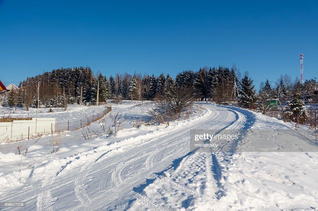 Winter Land Straße und das Dorf. : Stock-Foto