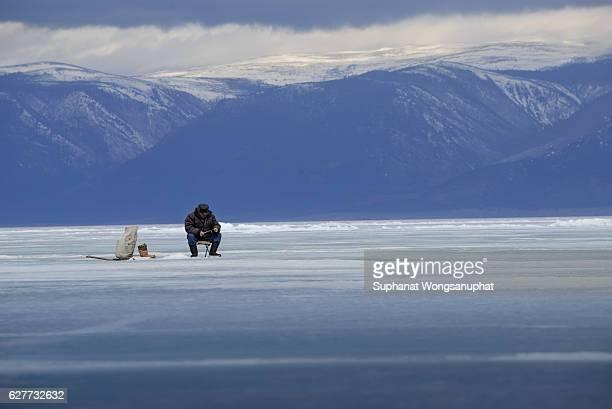 Trou d 39 eau douce photos et images de collection getty images for Frozen fishing pole