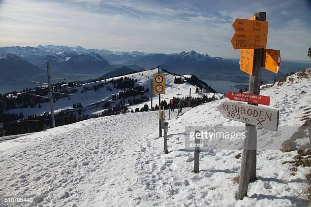 Winter Wanderwege in Schweizer Alpen