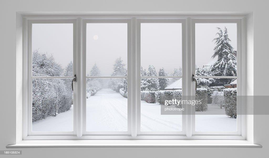 winter-morgen über weiße Fenster