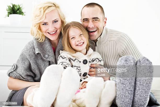 portrait de famille heureuse de l'hiver