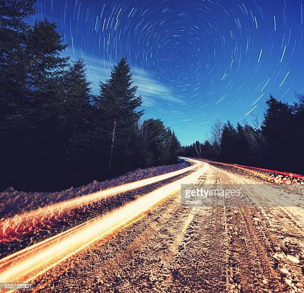 Route d'hiver dans les étoiles