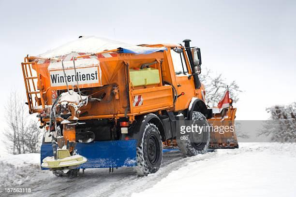 Servizio invernale in azione-strada cattive condizioni