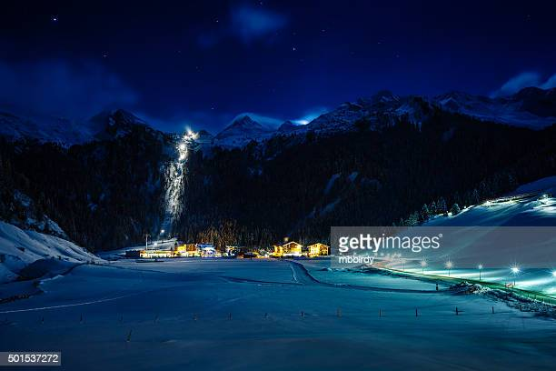 Winter ski resort Hintertux bei Nacht, Tirol, Österreich