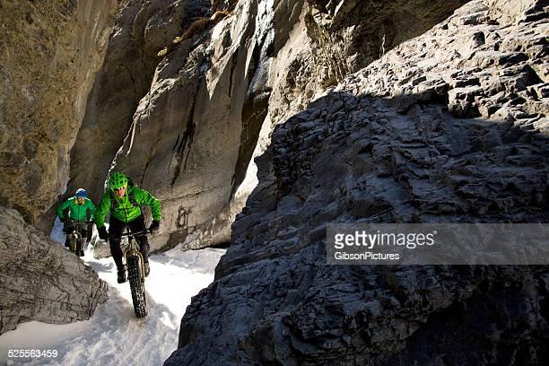 Winter Snow-Biking in Kanada