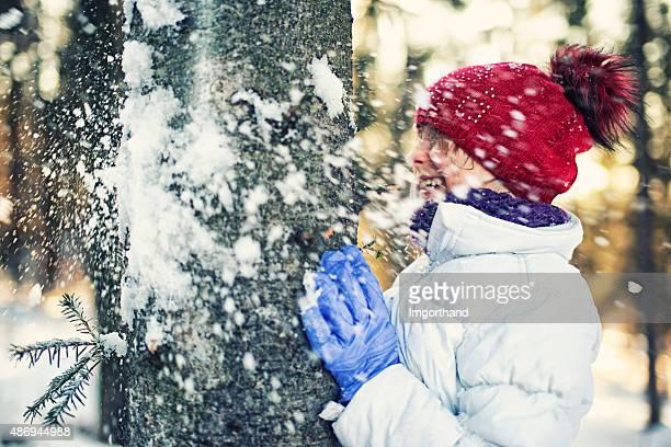 La bataille de boules de neige en hiver